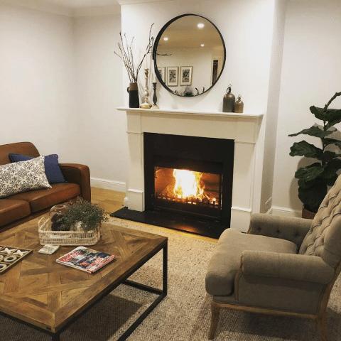 One effortless trick to guarantee a beautiful fireplace mantel. 2